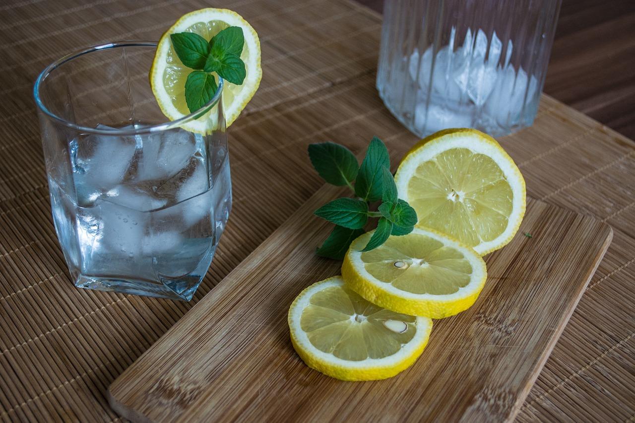 Die vielen Gesundheitsvorteile von Zitronenwasser